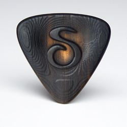 The Trinity series custom sculpted buffalo horn guitar pick is a triangular wedge shaped plectrum with greatly enhanced sound, feel and speed.